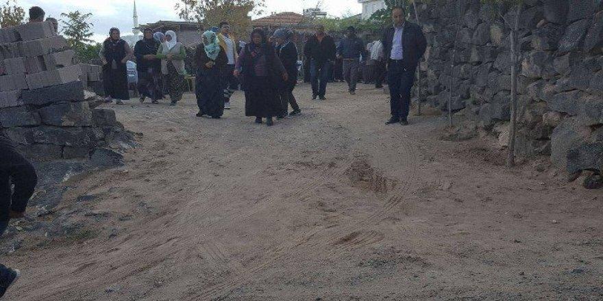 Nevşehir'de bahçe duvarı çöktü, 4 kişi yaralandı