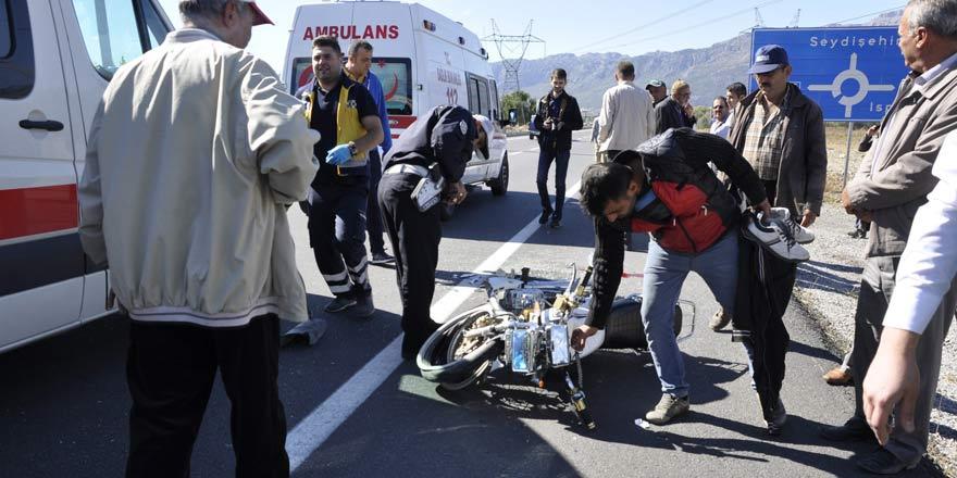 Motosiklet ticari araca çarptı: 2 yaralı