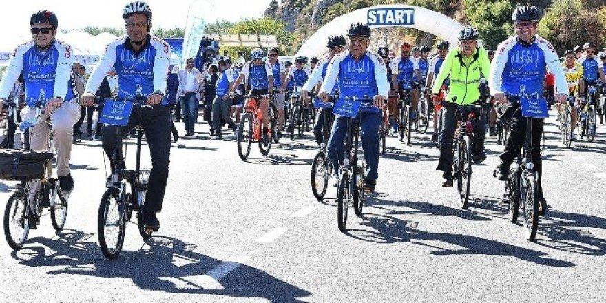 250 bisikletçinin tarihe yolculuğu başladı