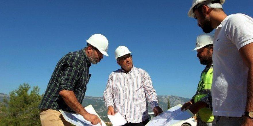 Milletvekili Öztürk, TOKİ inşaat alanınında incelemelerde bulundu