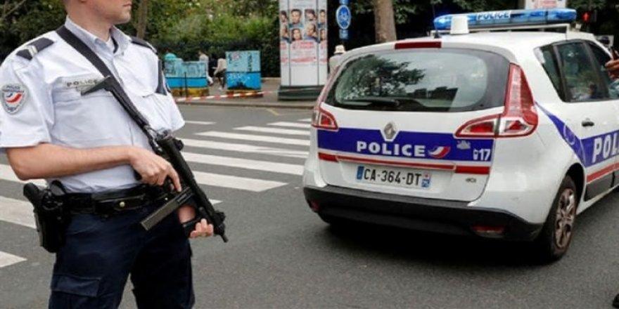 Fransa'da başörtülü kadın başından vuruldu