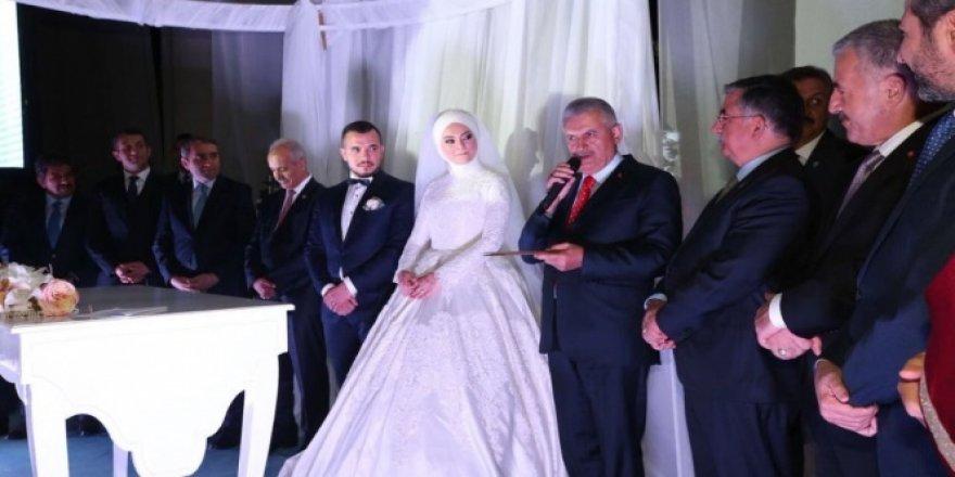 Binali Yıldırım, yeğeninin nikah şahidi oldu
