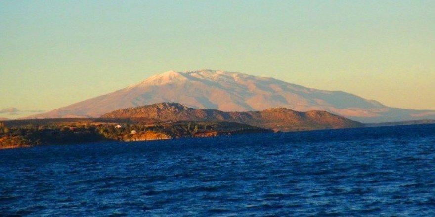 Bitlis'te yüksek kesimlere kar yağdı