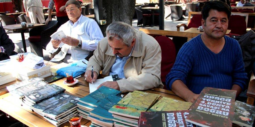 Seydişehir'de yazarlar kitaplarını imzaladı