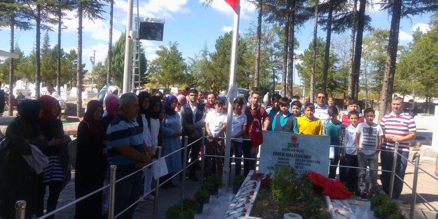 Karapınarlı öğrencilerden Halisdemir'in mezarına ziyaret