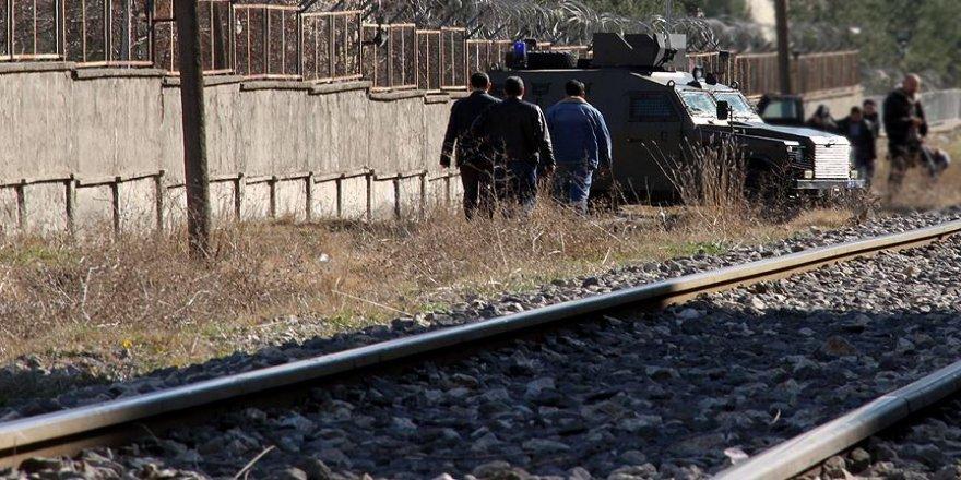 Van'da trene bombalı saldırı