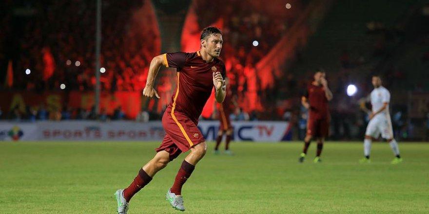 Totti ligdeki 250. golünü attı