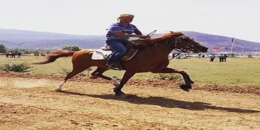 Devrilen atın altında kalan jokey öldü