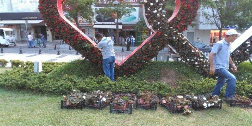 İzmit'te park ve bahçeler yenileniyor