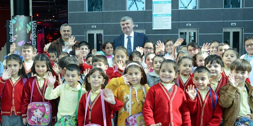 Büyükşehir'den 31 ilçeye eğitim desteği