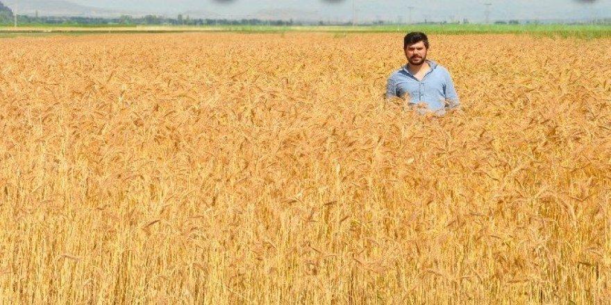 """Akar: """"Tarımın geleceği genç çiftçiler"""""""