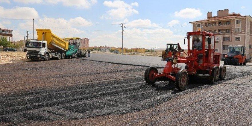 Karaman Belediyesi TOKİ yolunu asfaltladı
