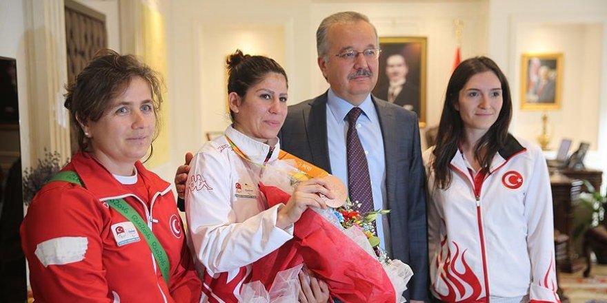 Olimpiyatta dereceye giren milli sporcuya 'altın' ödülü