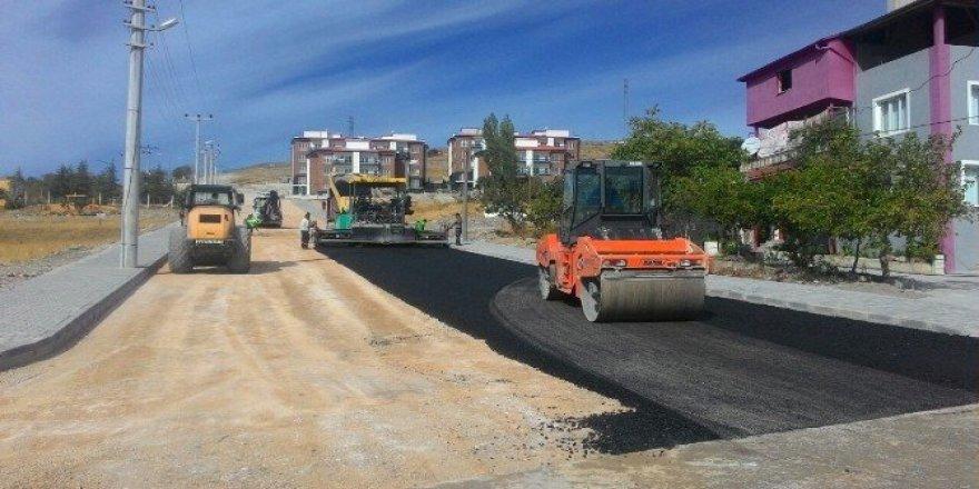 Toprak yollar bir bir asfalt oluyor