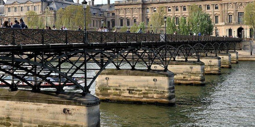 Paris'te Seine Nehri kenarı yayalaştırıldı