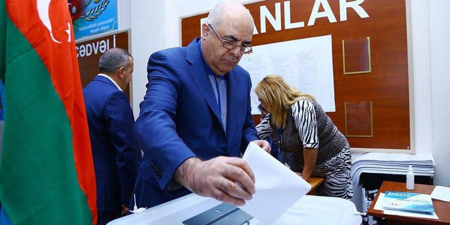 """Azerbaycan anayasa değişikliğine """"evet"""" dedi"""