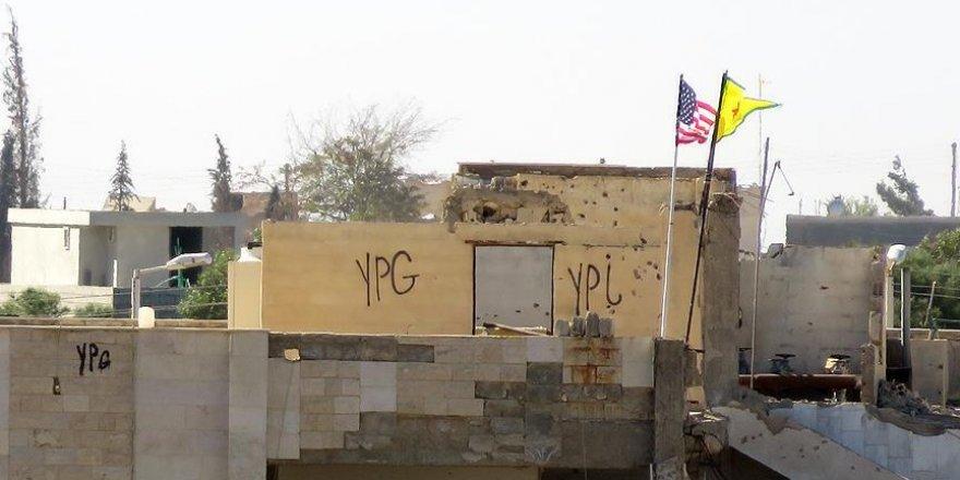 Suriyeliler 'PYD'nin bayrak oyununa' tepkili