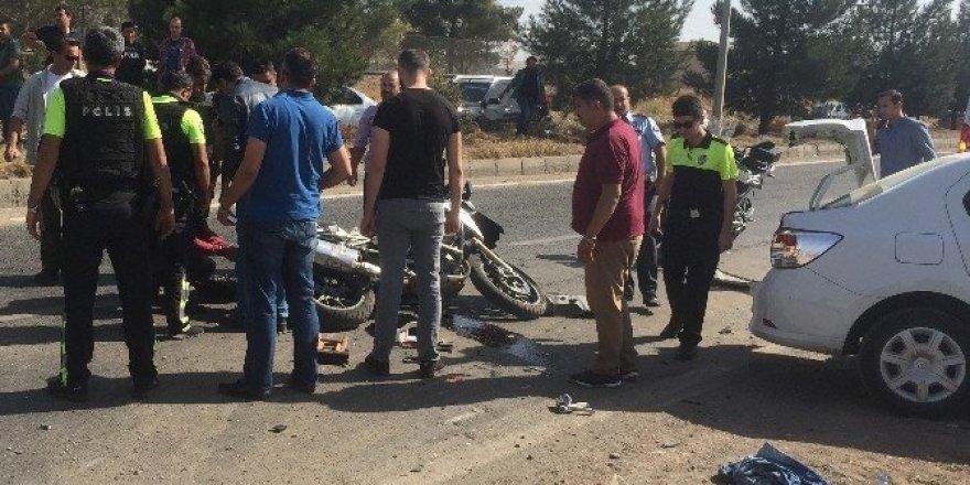 Diyarbakır'da trafik kazası: 2'si polis, 3 yaralı