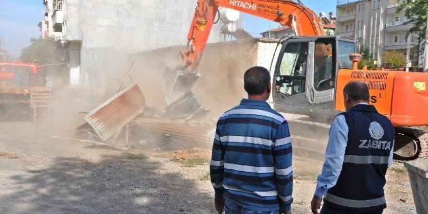 Metruk evler yıkılıyor