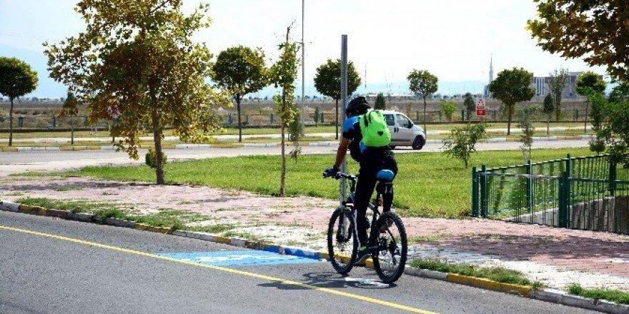 Asfaltı biten üniversite yoluna bisiklet yolu çalışması yapıldı