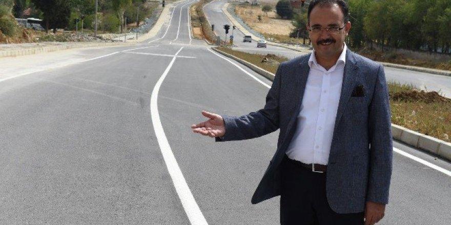 Uşak'ta 163 bin ton asfalt yola serildi