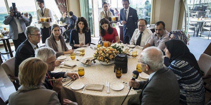 Yabancı gazeteciler 15 Temmuz gazileriyle buluştu