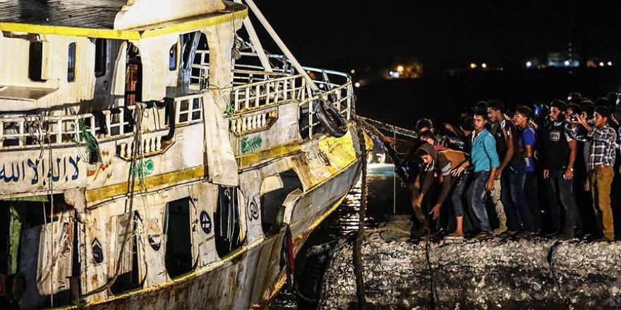 Akdeniz'de batan göçmen teknesi su yüzeyine çıkarıldı