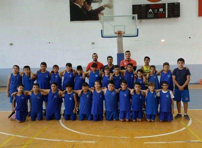 Geleceğin basketbol yıldızları Antalya'da yetişiyor