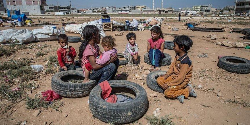 Vatanlarına dönme umuduyla sınırda yaşıyorlar