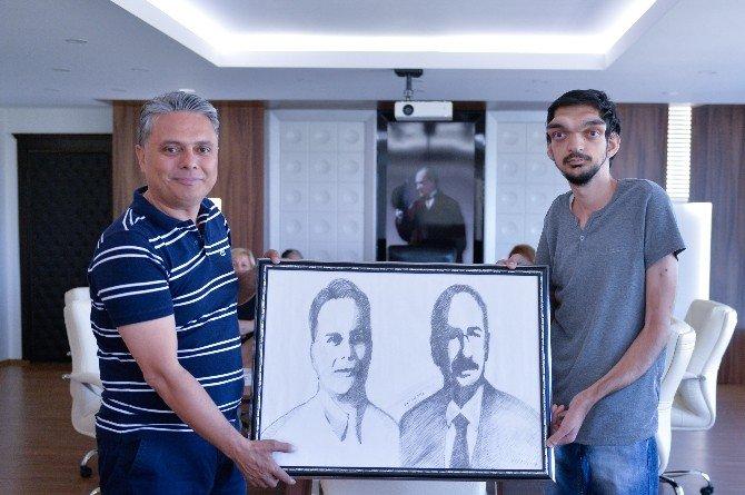 İşitme engelli ressamdan Ümit Uysal'a sürpriz hediye