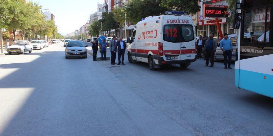 Konya'da motosiklet yayalara çarptı: 3 yaralı