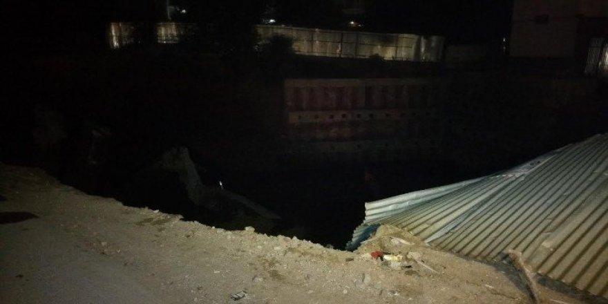Başkent'te patlayan su borusu inşaat şantiyesinin çökmesine neden oldu