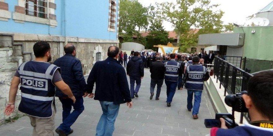 Kütahya'daki FETÖ operasyonunda adliyeye sevk edilen 11 iş adamından 3'ü tutuklandı