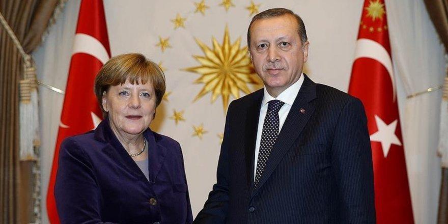Erdoğan, Merkel ile Suriye'yi görüştü