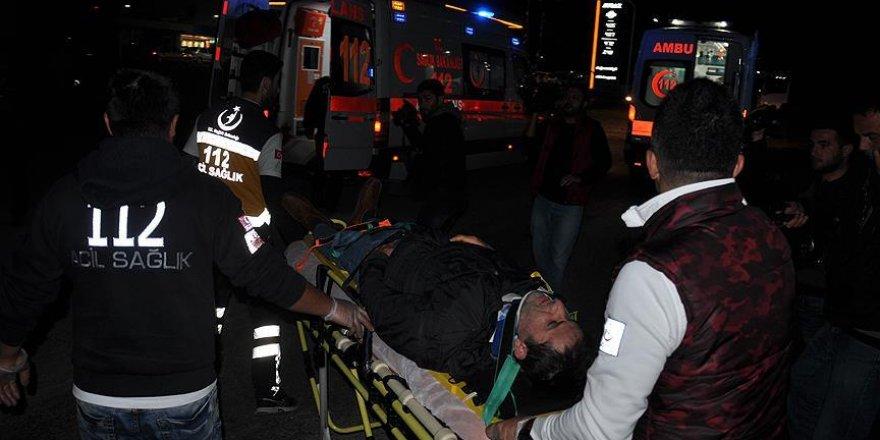 İşçileri taşıyan otobüs ile kamyon çarpıştı: 1 ölü, 29 yaralı