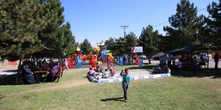 Beyşehir'de parklar yeni yüzüyle misafirlerini ağırlıyor