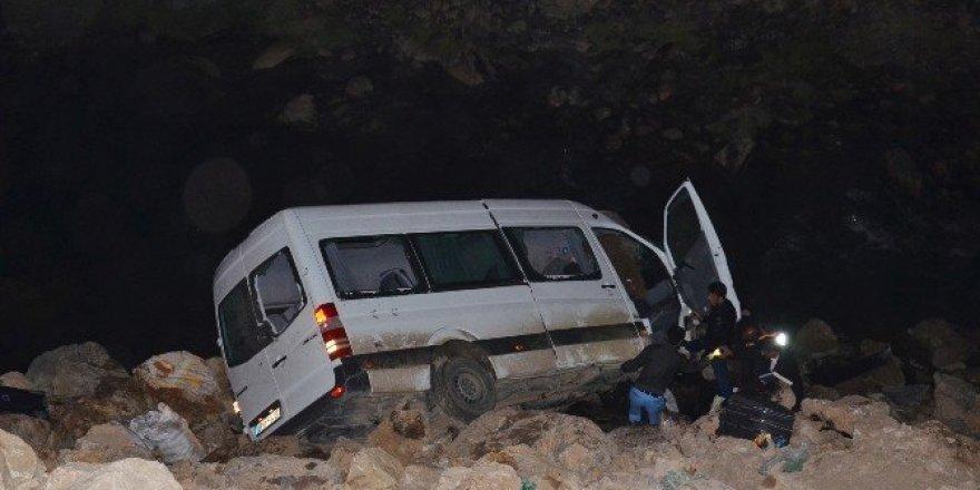 TIR ile minibüs çarpıştı: 4 ölü, 11 yaralı