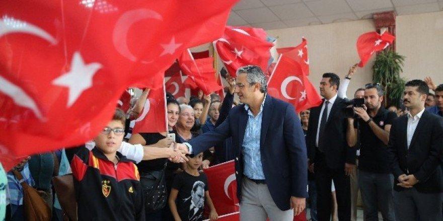 """Karşıyaka'da 3 bin kişiden """"Andımız"""""""