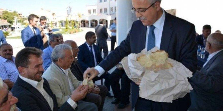 Vali Güvençer ekmeğini vatandaşla paylaştı