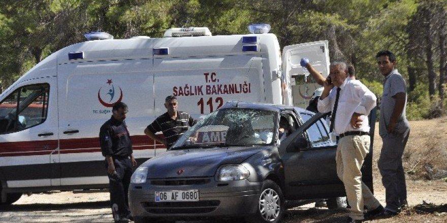 Manavgat'ta otomobil ile tur minibüsü çarpıştı: 2 yaralı
