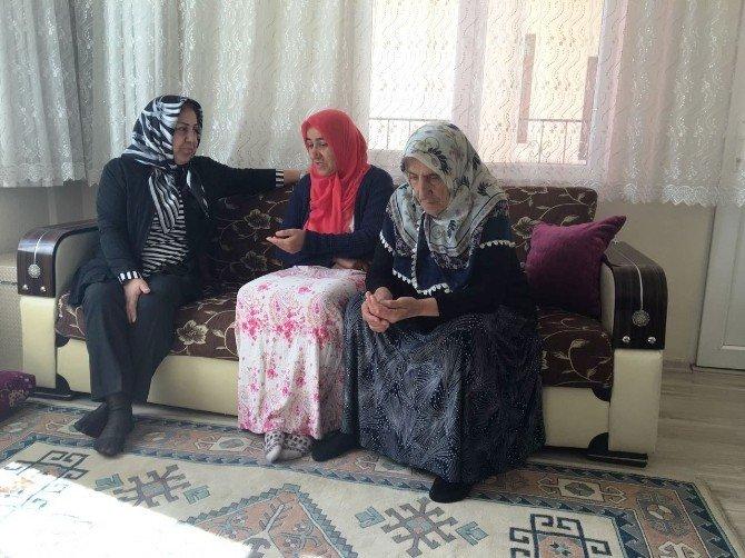 Bayan Kamçı, şehit ailesini ziyaret etti