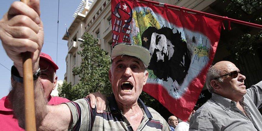 Atina'da emeklilere gazla müdahale