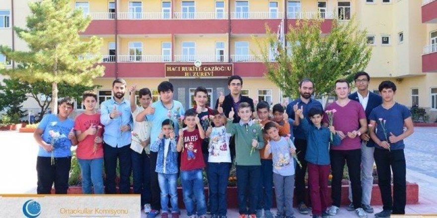 AGD'li gençlerden huzurevi ziyaret