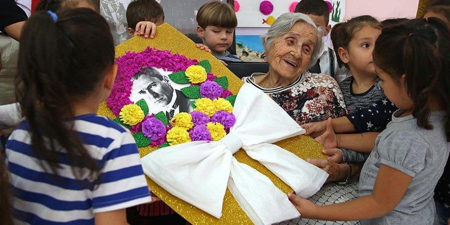 Sabiha öğretmene 101'inci yaşında sürpriz doğum günü