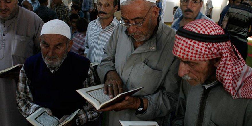 Kilis'teki Suriyeli sığınmacılara 5 bin Kur'an-ı Kerim hediye edildi
