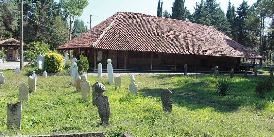Ecdat yadigarı camiler asırlara meydan okuyor
