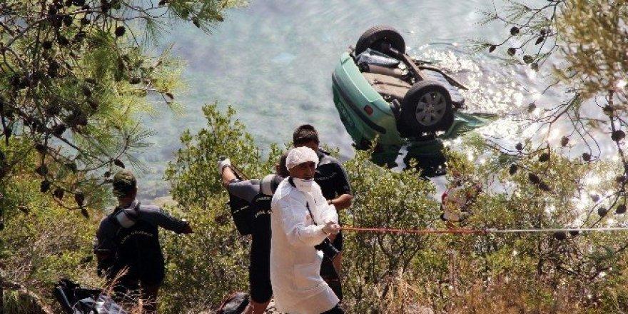 Denize uçan araç sürücüsü hayatını kaybetti