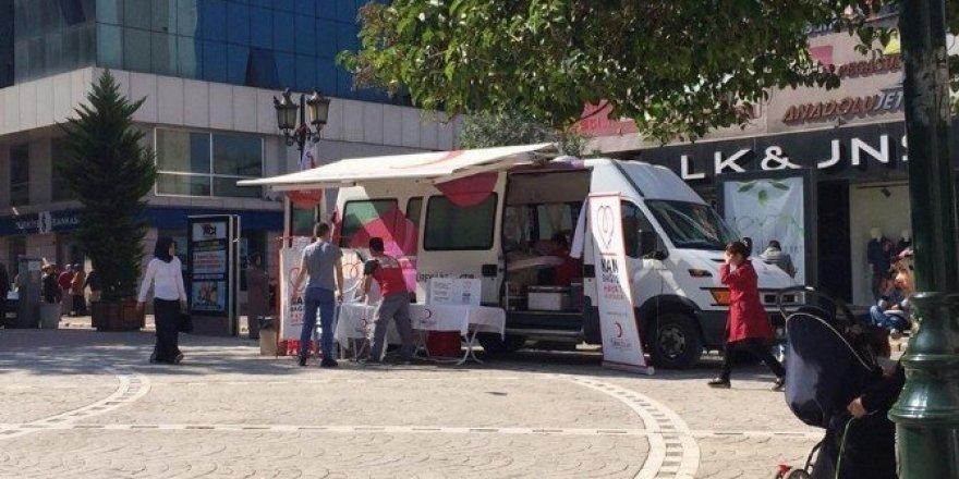 Fatsa'da Kızılay'a kan bağışı