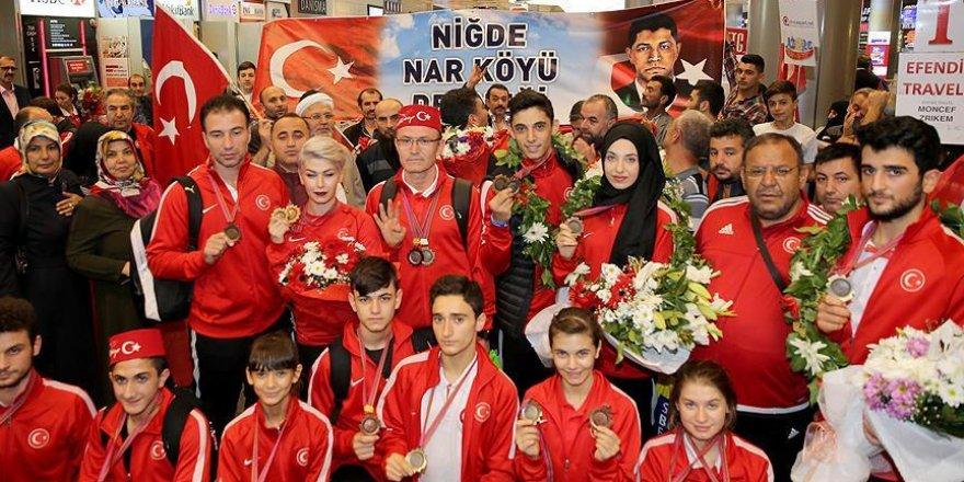 Dünya ikincisi Türkiye Tekvando Milli Takımı yurda döndü