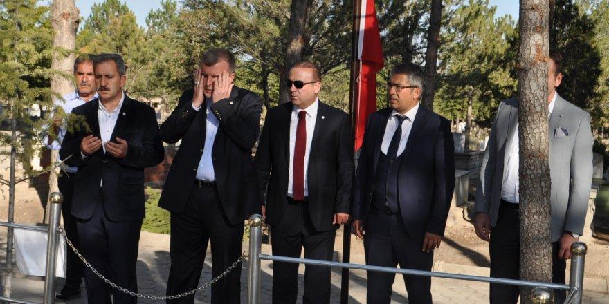 Konyaspor Kulübünden şehit Halisdemir'in kabrine ziyaret